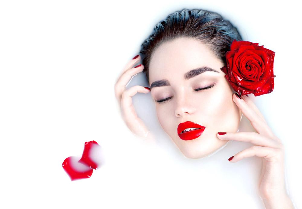 玫瑰花牛奶美女