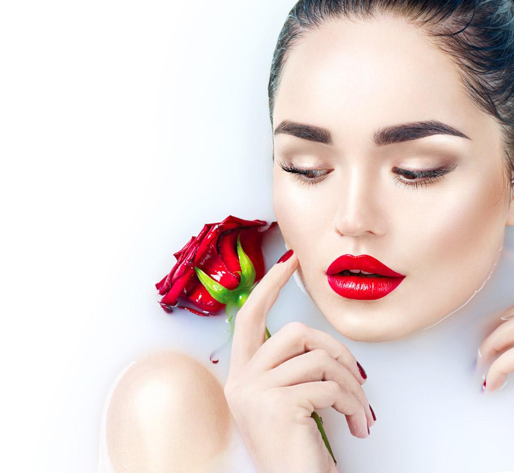 彩妆玫瑰花牛奶美女